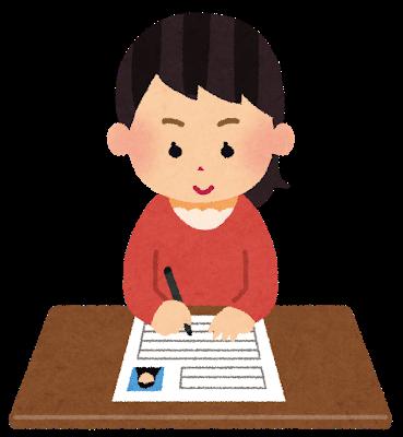 Webデザイナーを希望し、履歴書を書く女性