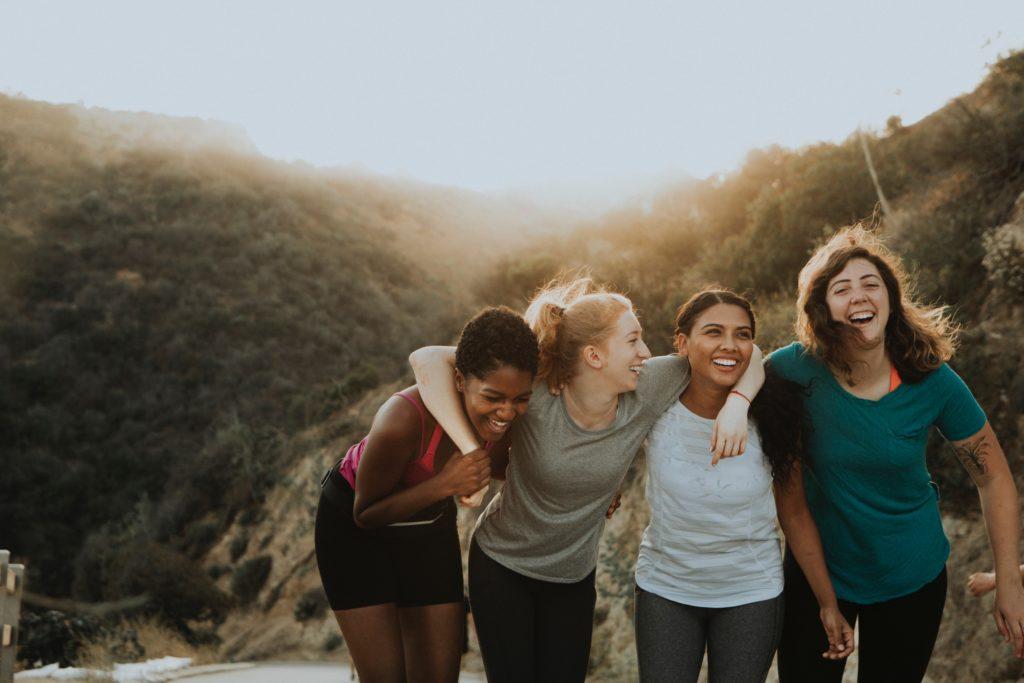 海外の障害者の女性4人