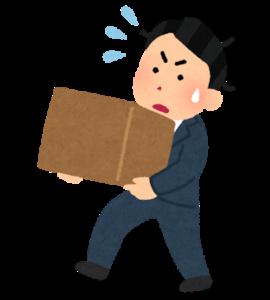 書類を運ぶのに苦労する障害者雇用の男性