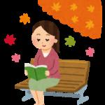 自身で出版した本を読む女性
