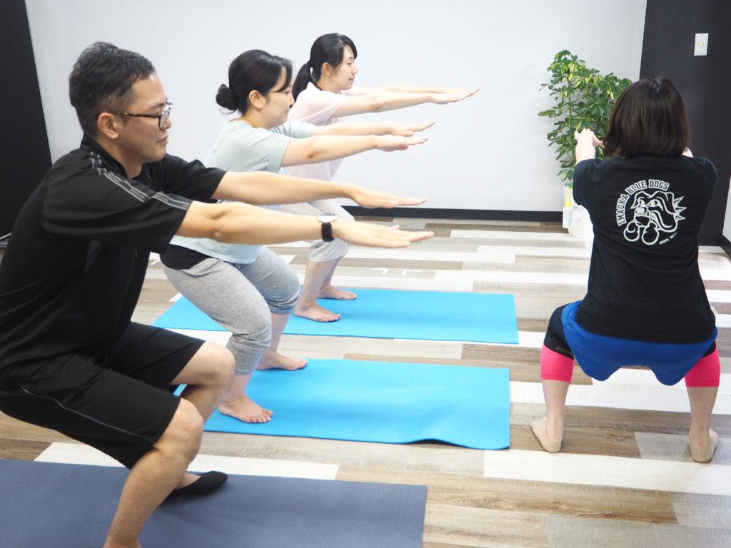 プロのトレーナーの指導のもと、運動を行なっています。