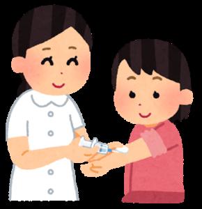 ホルモン注射をする低身長症の小児