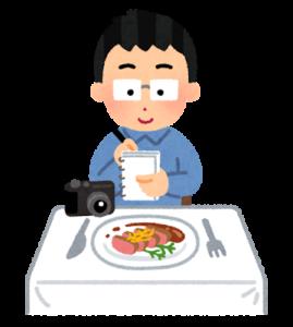 食べ物の取材をするライター